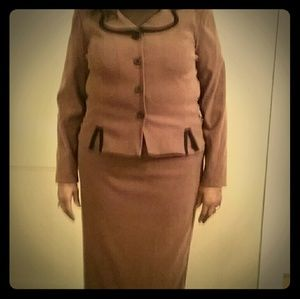 Like New Leslie Fay Skirt Suit Size 16